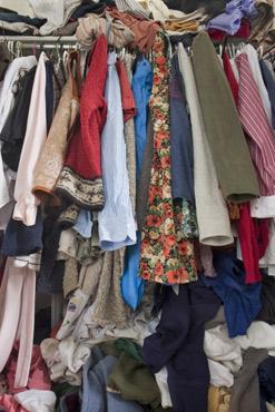 uitpuilende kledingkast